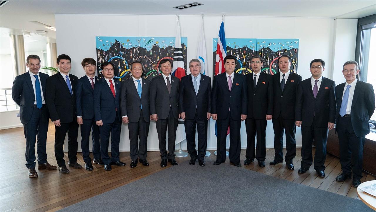 IOC서 회담을 연 남북한과 토마스 바흐 IOC위원장(가운데)