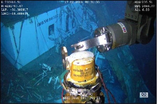 지난 17일 남대서양 심해에서 발견돼 회수된 스텔라데이지호의 운항기록저장장치(VDR).