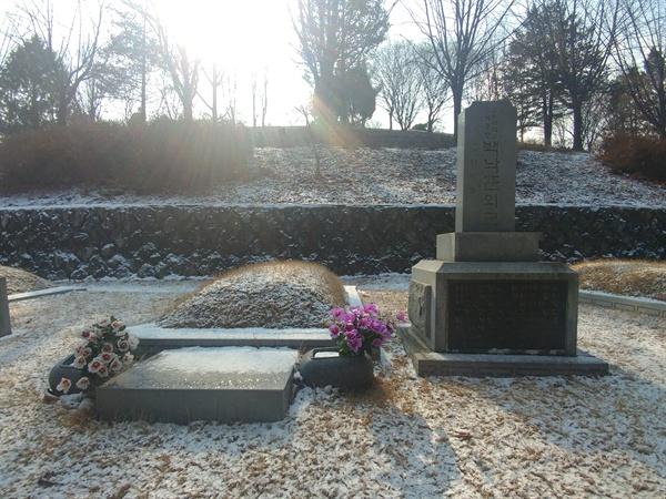 국립서울현충원 내 친일파 백낙준의 묘. 제1유공자 묘역에 위치해 있다.