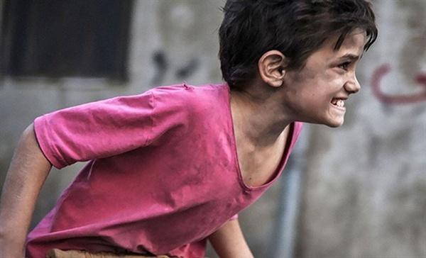 영화 <가버나움> 한 장면. 열두 살 아이에게 어떤 손길도 내밀지 않는 세상이 '가버나움'이 아닐까?