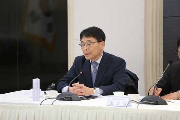 민주평통 라운드테이블 개최 조성렬 전 국가안보전략연구원 수석연구위원은 금강산관광, 개성공단의 원인을 먼저 살펴야 한다고 말했다.