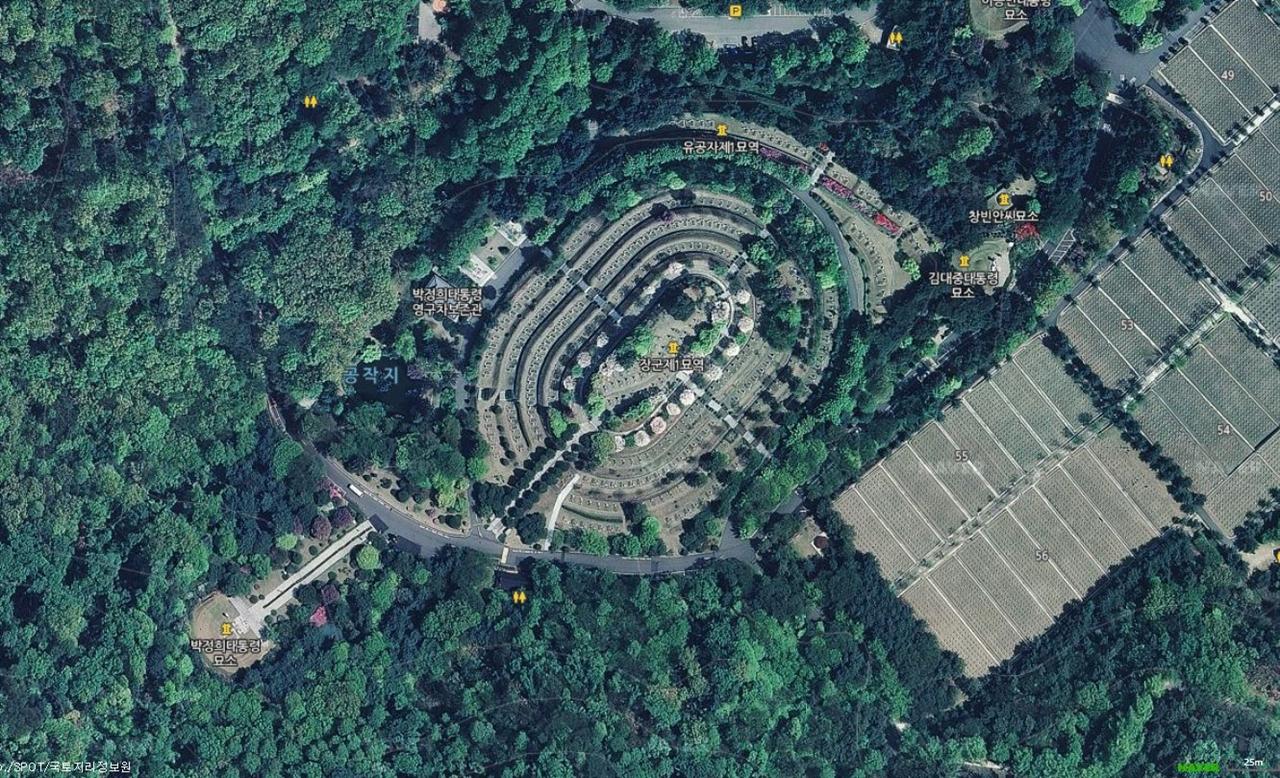 장군제1묘역은 국립서울현충원 서쪽 하단부에 있고 김백일의 묘는 그 중 가장 높은 곳에 있다.