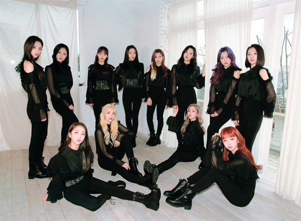 신작 음반 < [ X X ] >를 발표한 12인조 걸그룹 이달의 소녀
