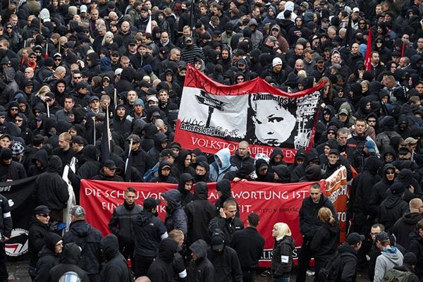 2009년 10월 독일 라이프치히에서 벌어진 독일 극우세력의 시위.