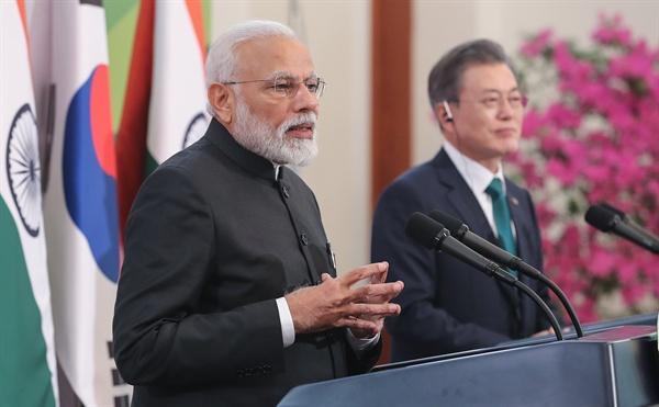 나렌드라 모디 인도 총리가 22일 오후 청와대에서 열린 한·인도 정상 공동기자회견에서 회담 결과를 발표하고 있다.