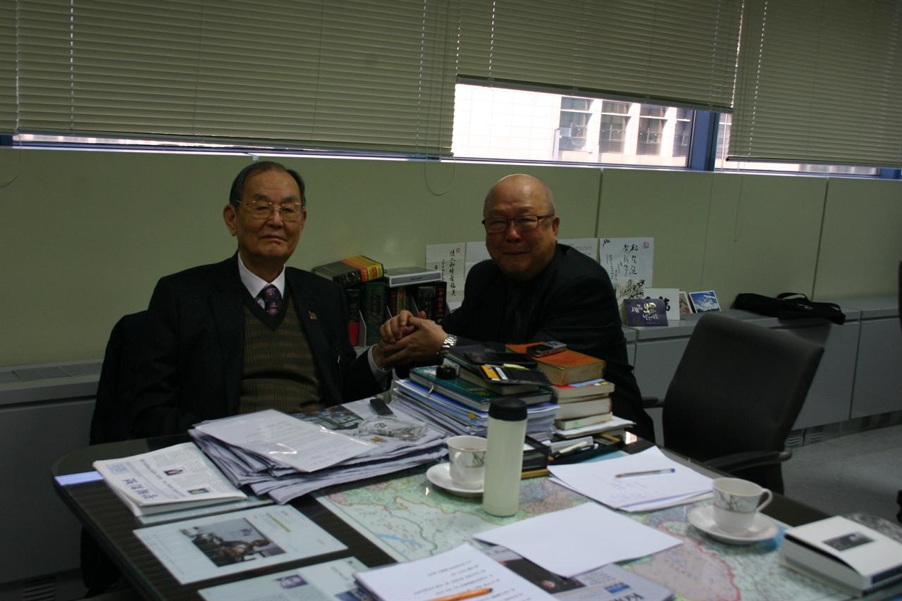 김자동 회장님과 기자가 손을 잡다
