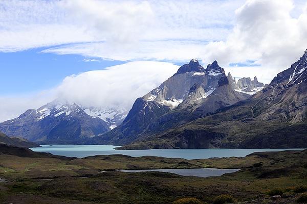 너무나 아름다운 산이어서인지 다 보여주기 싫은가 보다. 한쪽 산은 구름에 덮혀 있었다.
