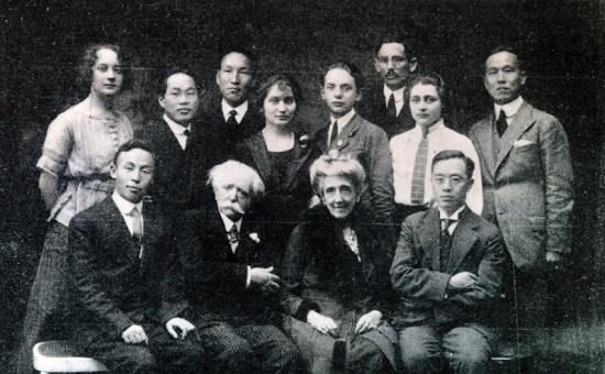 1919년 3월, 파리강화회의에 참석한 김규식(앞줄 오른쪽 첫 번째).