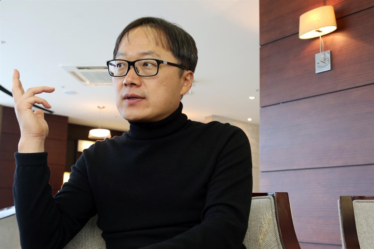 영화 <칠곡 가시나들>의 김재환 감독