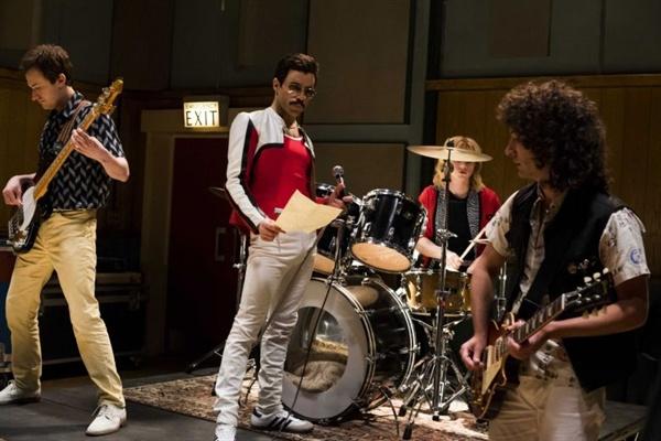 1980년대 전성기를 구가한 밴드 퀸(Queen)의 전기 영화 <보헤미안 랩소디>는 미국을 넘어 한국에서도 '퀸 신드롬'을 불러일으켰다.