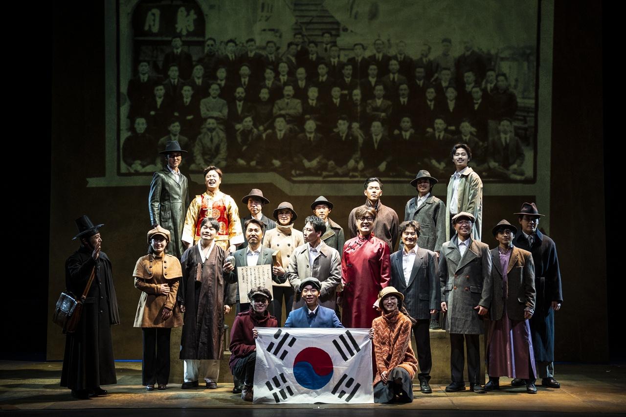 잊지말아야할 역사를 회고하다 한국문화예술위원회 '2018 공연예술창작산실-올해의 신작' 선정작