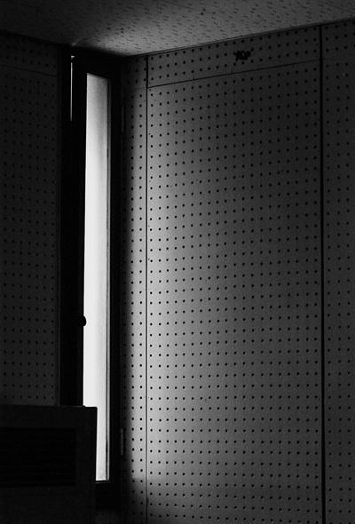 남영동대공분실 5층에 위치한 조사실 창문 방음벽