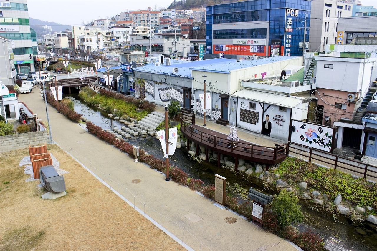 해천 항일문화거리의 모습. 밀양은 영남지역의 독립운동 성지와도 같은 곳이었다.
