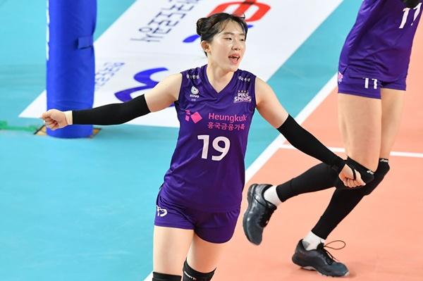 김미연은 과감한 공격과 넘치는 파이팅으로 팀 분위기를 끌어 올려주는 선수다.