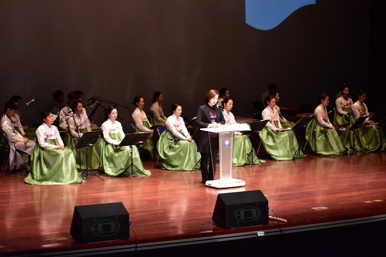 성남 3.1절 만세운동 기념식 추념사를 하고 있는 은수미 성남시장