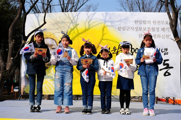 대전마을작은도서관협의회 어린이들이 독립선언서 일부를 낭독하고 있다.