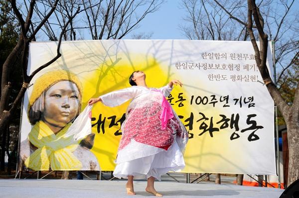 전연순 금비예술단이 '생명의 땅! 생명의 춤! 3.1절 대한독립만세여'라는 제목의 춤 공연을 펼쳤다