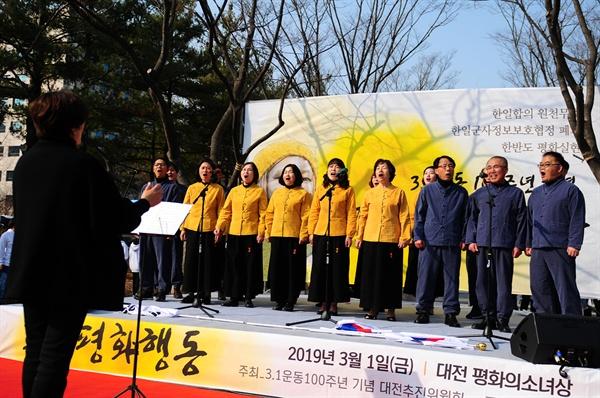 평화합창단은 '통일노래 메들리'와 '우리의소원은 통일'을 불렀다.