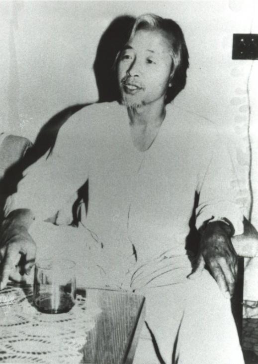 단식 중인 김영삼(1983년 5월) 신군부의 강압에 정계은퇴를 선언했던 김영삼은 1983년 5월 18일, 5.18광주민주화운동 3주년을 맞이하여 5.18영령들을 추모하고 민주화를 요구하면서 목숨을 건 단식투쟁을 벌인다.