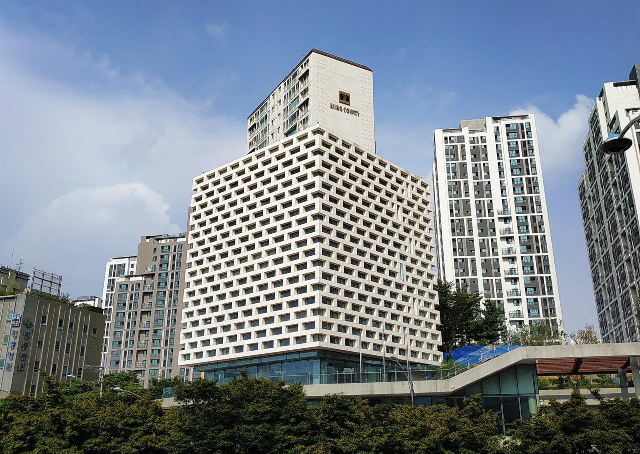김영삼대통령기념도서관 상도역 근처 상도터널 왼편에는 김영삼대통령기념도서관이 있다.