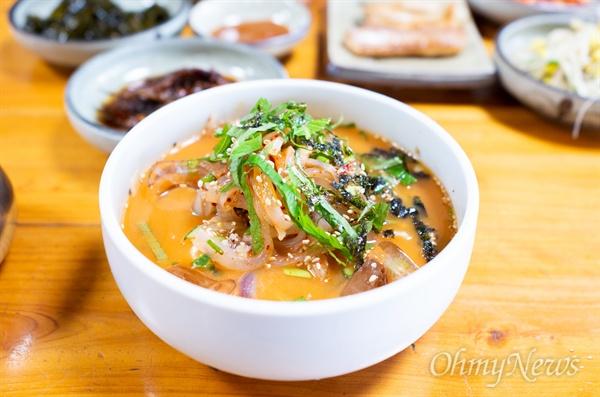 제주의 여름 맛을 책임지는 한치는 한치오징어라고도 불린다.