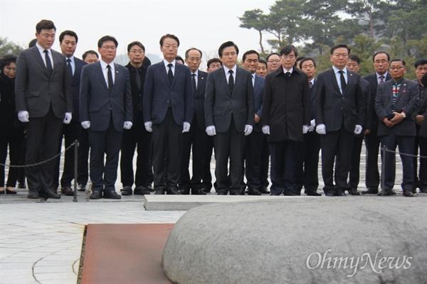자유한국당 황교안 대표가 5일 오후 봉하마을을 방문해 고 노무현 전 대통령 묘소를 참배했다.