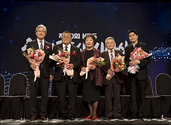 '해외동포상' 수상자들 1  'KBS 제20회 해외동포상' 수상자들
