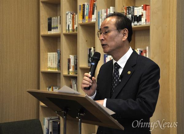 장세용 구미시장이 6일 기자회견을 열고 3년이 넘도록 해결되지 못하고 있는 아사히글라스 해고노동자들의 복직을 위해 일본 본사를 방문하겠다고 밝혔다.