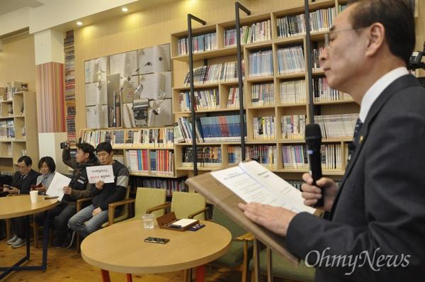 장세용 구미시장이 6일 구미시청에서 기자회견을 열고 아사히글라스 해고노동자들의 복직을 위해 일본을 방문하겠다고 밝혔다.