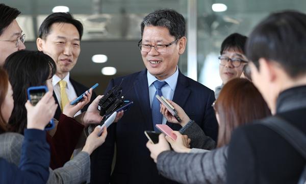 통일부 장관에 내정된 김연철 통일연구원장이 8일 오후 서울 종로구 남북회담본부에서 기자회견을 하고 있다.