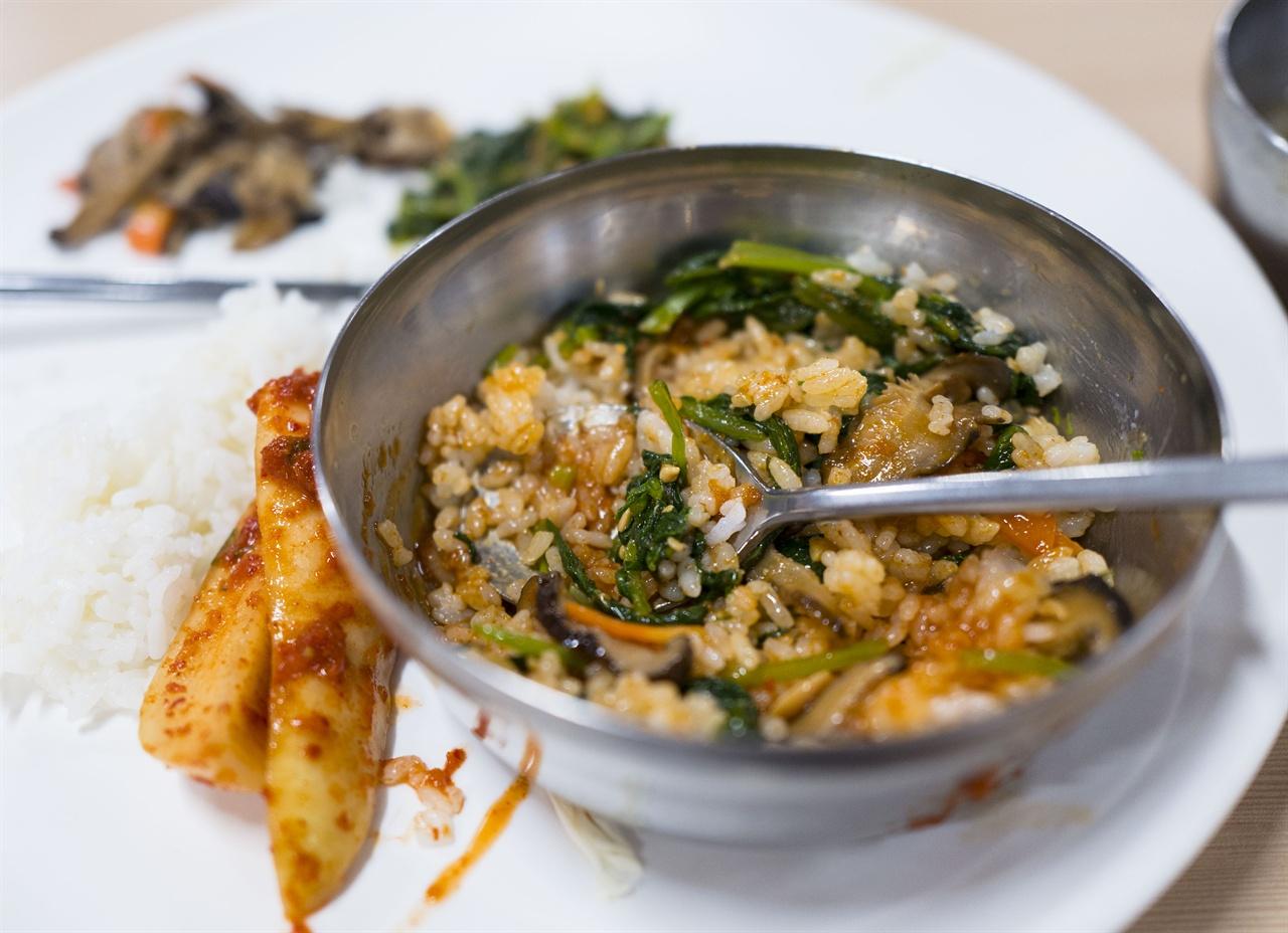 선암사 비빔밥    나물에 선암사 매실고추장을 넣고 슥슥 비빈 '선암사비빔밥'은 그 어떤 산채비빔밥보다 맛나다.
