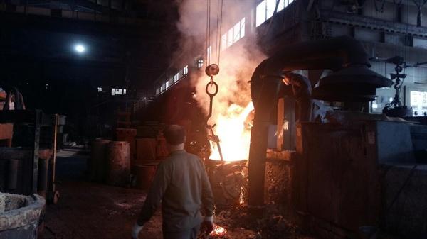 50인 미만 사업장에서 한 노동자가 작업하고 있다.(사진은 기사 중 특정 내용과 관계 없습니다)