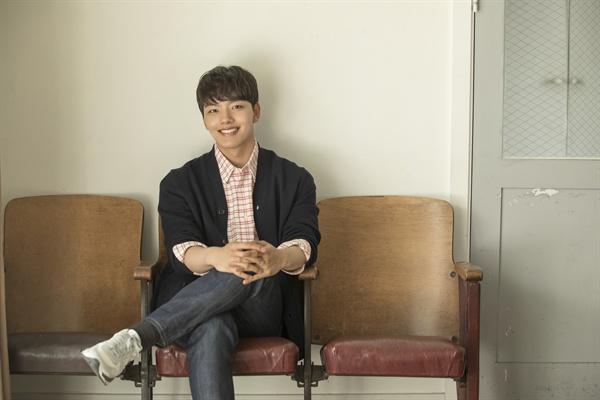 tvN <왕이 된 남자>에서 왕 이헌과 왕과 똑같은 외모의 광대 하선 역할을 맡은 배우 여진구.