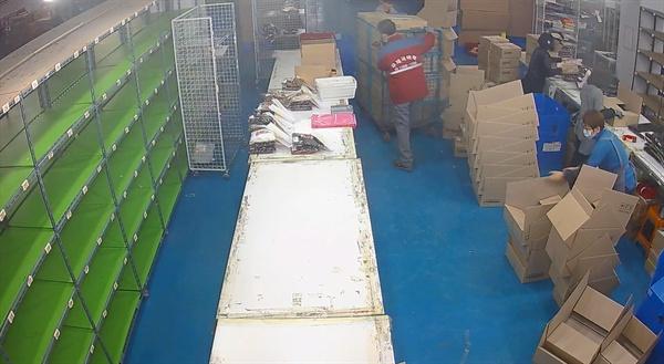 택배 포장 당시의 CCTV화면