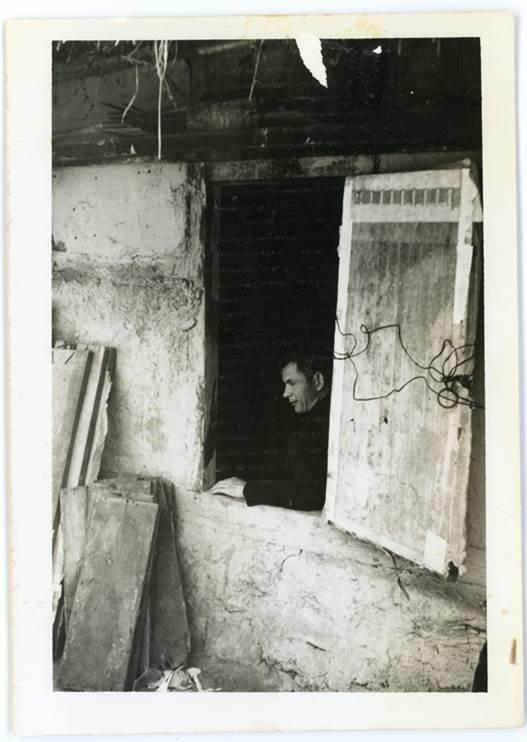 라 신부와 같은 고향의 옥 베르나르드 신부가 1974년 만우골 골방을 방문했을 당시 사진