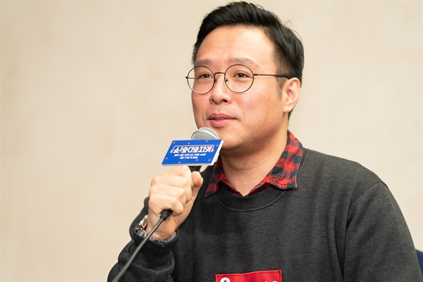 13일 서울 상암동에서 열린 tvN <쇼! 오디오자키> 제작발표회에 참석한 이영준 PD가 질문에 답하고 있다.
