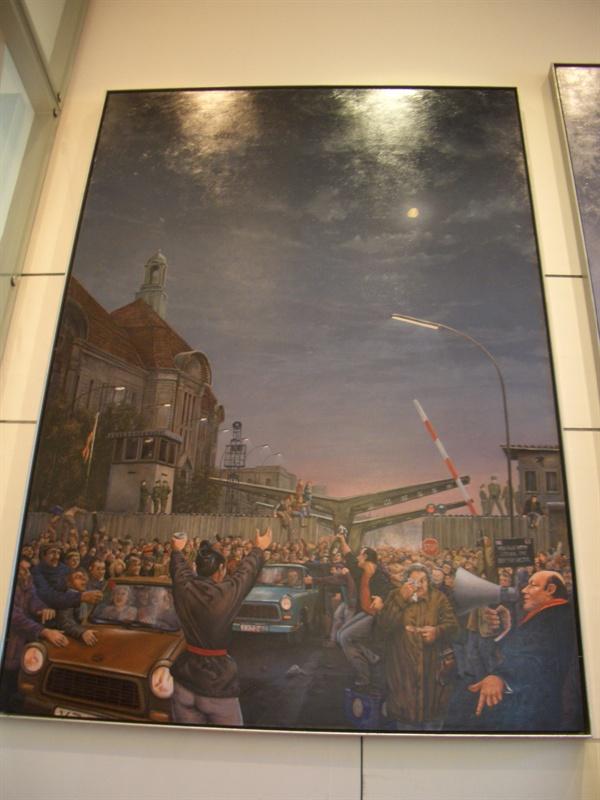 베를린 장벽 붕괴를 묘사한 미술작품 동독인들은 이 작품을 보며 어떤 감정을 느낄까?