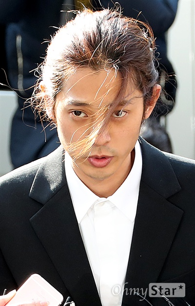 정준영, 경찰 출석 불법동영상 촬영 및 유포 혐의와 관련 가수 정준영이 14일 오전 서울경찰청 광역수사대에 출석하고 있다.