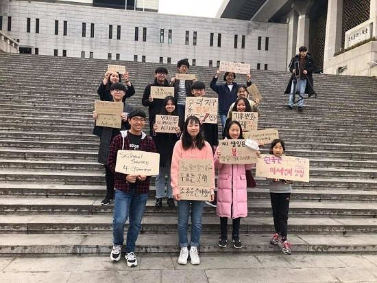 '315 청소년 기후행동' 행사를 준비하고 홍보하기 위해 모인 중고생들. '청소년 기후소송단' 80여명이 주축이 됐고 행사 참가 예정자 300여명, 온라인 지지자를 포함하면 1000여명이 마음을 모았다.