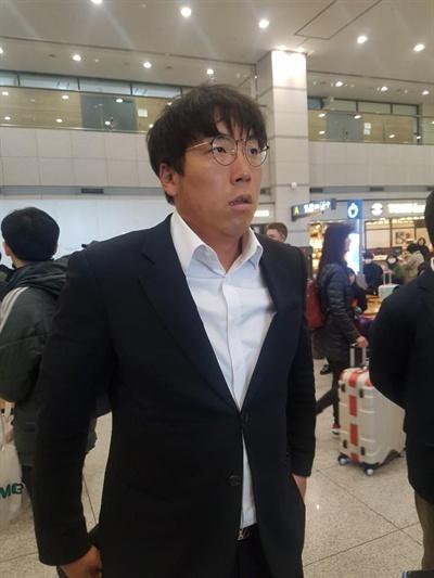 LG트윈스 주장 김현수가 9일 인천국제공항에서 인터뷰하고 있다. 2019.3.9