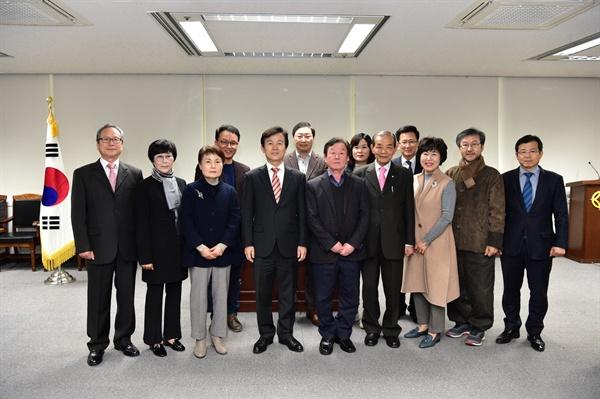 진주시는 15일 시청 상황실에서 형평문학제 개최를 위한 '형평문학상 운영위원 위촉·운영회의'를 열었다.