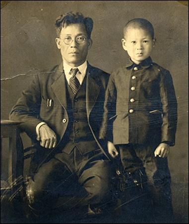 류의석과 아버지 류규동  《백범일지》를 일본어로 번역한 류의석 선생(왼쪽은 선생의 아버지 류규동 선생)