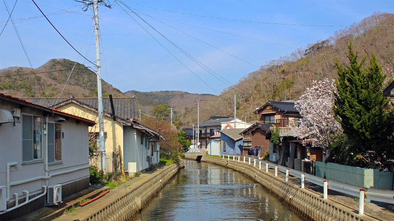 천천히 걸으며 일본 소도시 분위기를 느껴보았다.