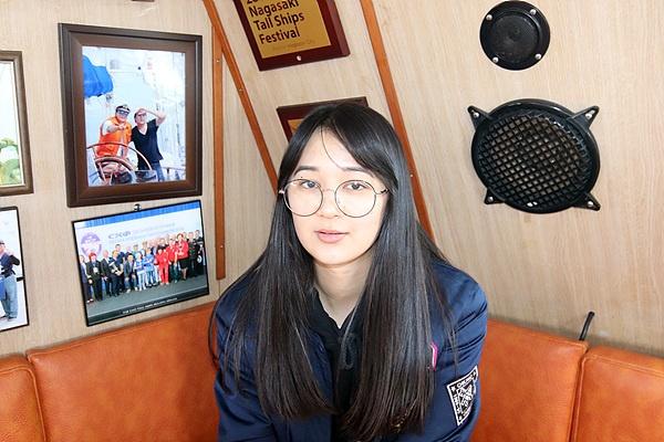 관광경영학을 전공하는 카리나 양 모습