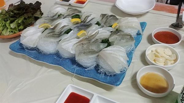 단백질이 풍부한 흰살 생선 도다리는 봄철에 그 맛이 제일이다.