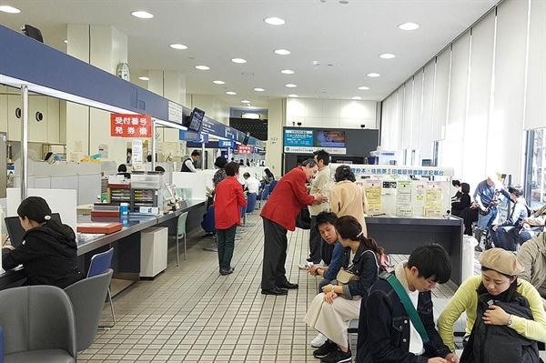 도쿄에 도착하자마자 가장 먼저 들른 타이토구 구청 모습.