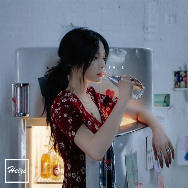 헤이즈 헤이즈가 신곡 'SHE'S FINE'을 발표했다.