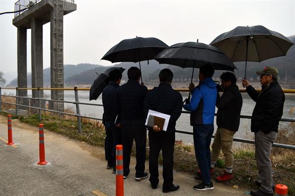 20일 기자와 동행한 한국농어촌공사 직원들과 공주보 상류 석장리 양수장을 방문하여 현장을 돌아봤다.