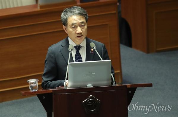 박능후 보건복지부 장관이 22일 오후 서울 여의도 국회에서 열린 교육·사회·문화 분야 대정부질문에서 참석해 의원들의 질문에 답변하고 있다.