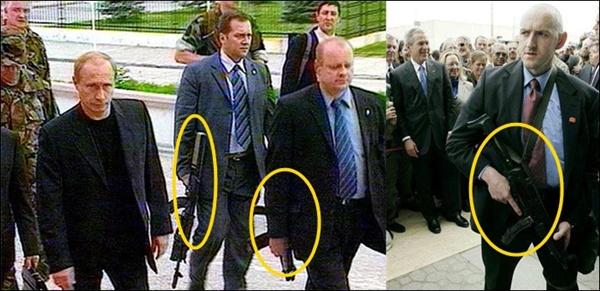 러시아 푸틴 대통령과 미국 조지 부시 대통령의 경호원들이 기관총을 메고 경호하는 모습